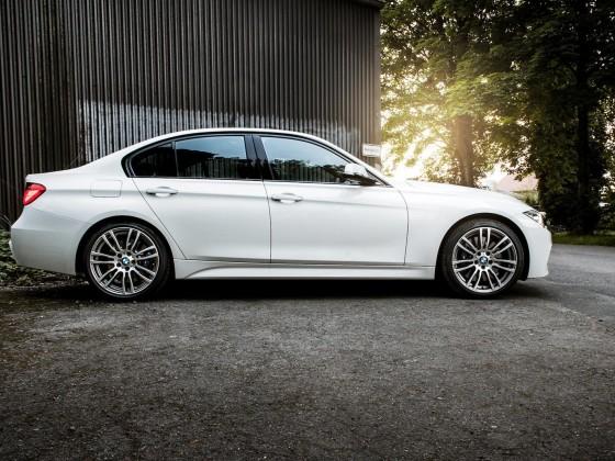 BMW-330d side